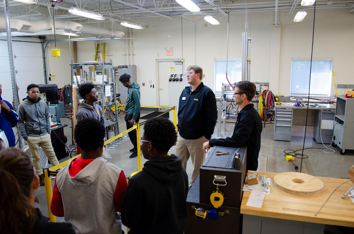 Students learn what happens in the engineering lab
