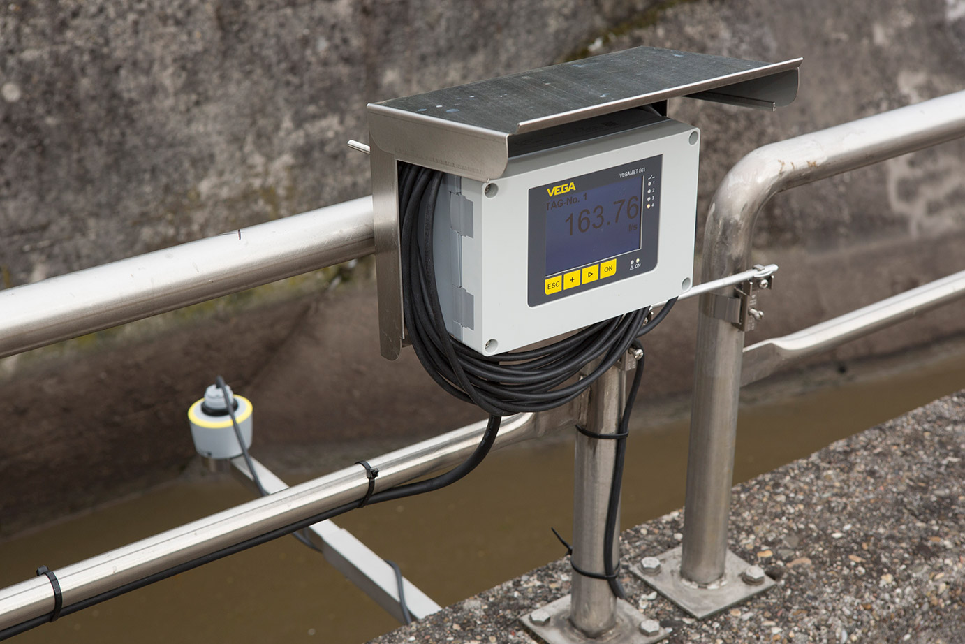 New compact radar level instruments defy buildup to deliver reliable measurement