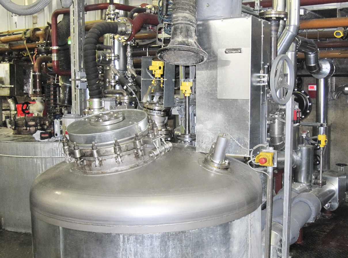 Both level (left) and pressure (right) are measured in the autoclave.
